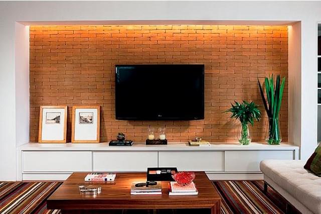 5 maneiras de encaixar uma TV em sua sala