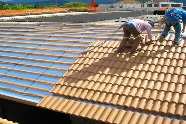 Instalação da manta de Alumínio Sob o telhado
