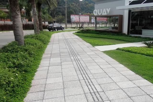 Materiais mais usados para revestimento de calçada