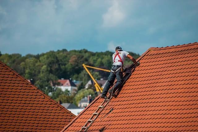 Como consertar vazamento nas telhas